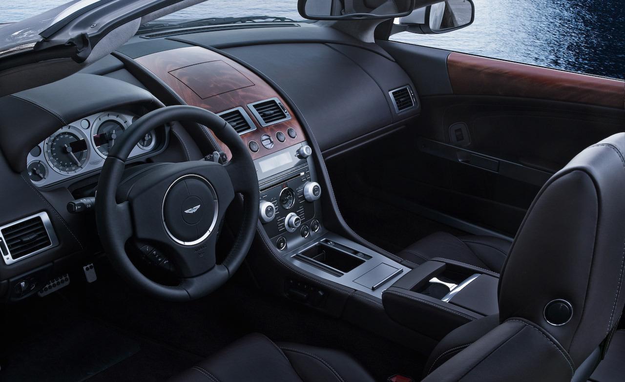 http://2.bp.blogspot.com/-Hv8ScHxBHNw/UWPy4_cjQVI/AAAAAAAAAvM/m20NT7Av8a0/s1600/2010-aston-martin-db9-volante-interior-photo-471380-s-1280x782.jpg