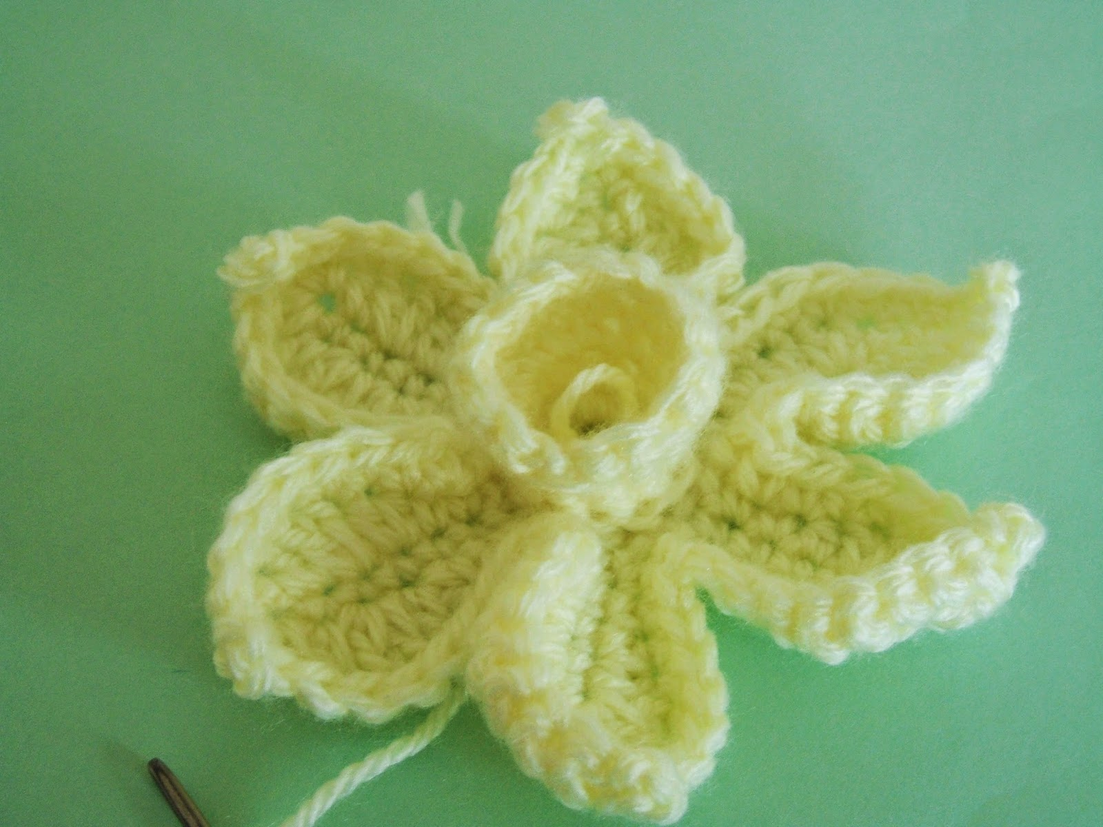 She Loves To Crochet The Daffodil Pattern And Tutorial