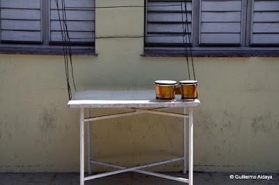 Los timbales de Santiago, by Guillermo Aldaya / PhotoConversa