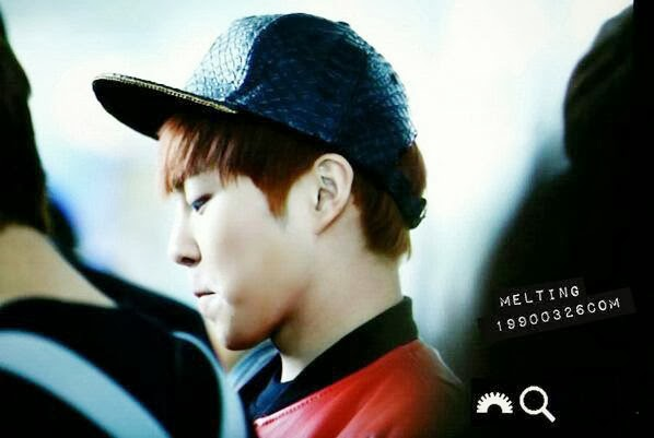 xiumin at Incheon Airport on his way to Taipei.jpg