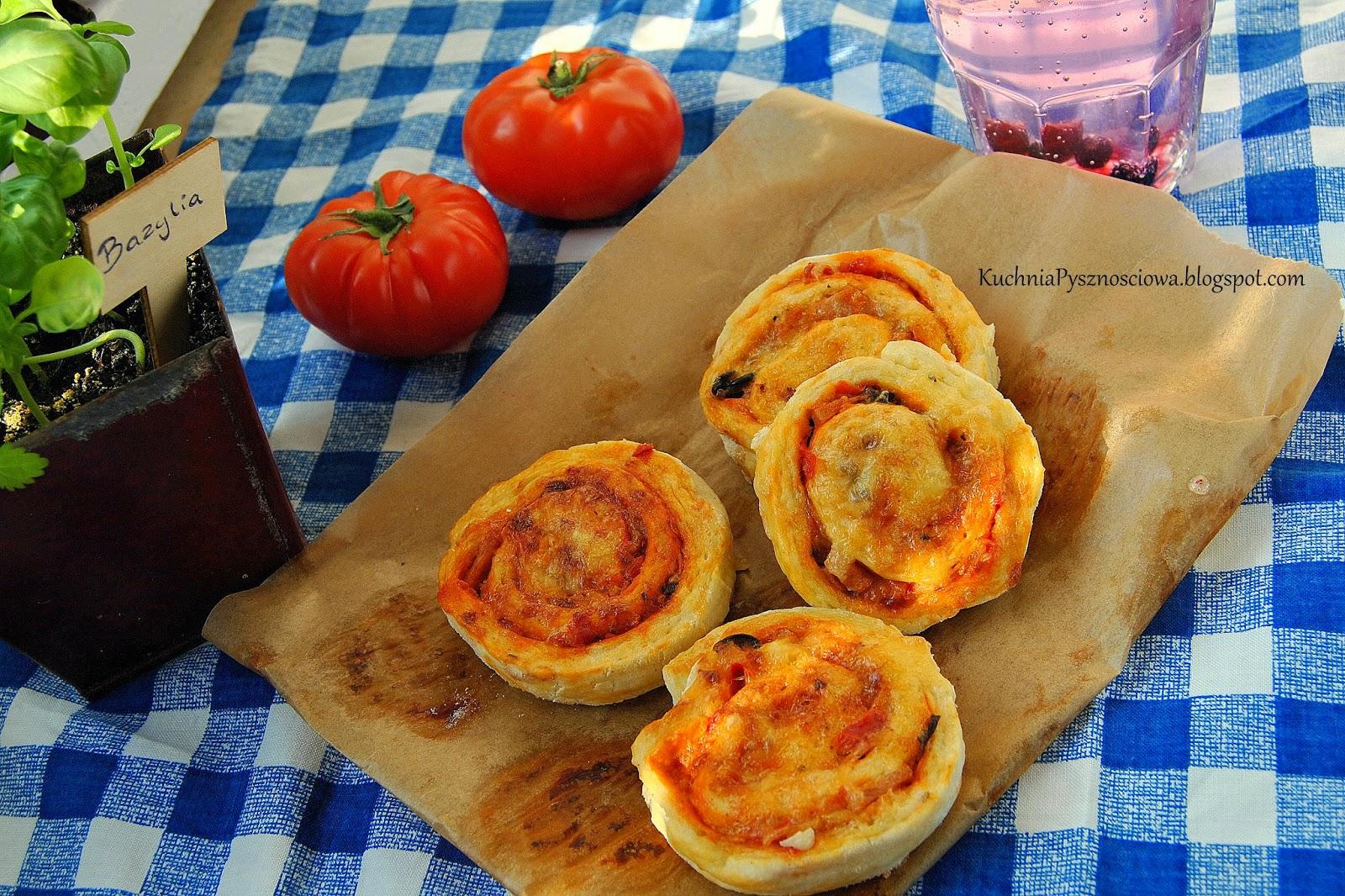327. Pizzerinki, czyli ślimaczki z ciasta drożdżowego z nadzieniem do pizzy