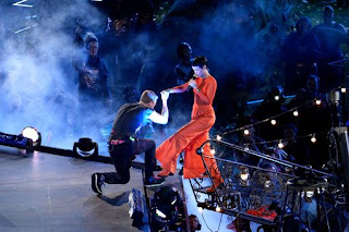 http://2.bp.blogspot.com/-Hw00qhRB0gc/UHFmquiA9XI/AAAAAAAAdoI/zgUDB6R2Jhk/s320/Chris-Martin-And-Rihanna-At-Paralympic-Closing-Ceremony.jpg