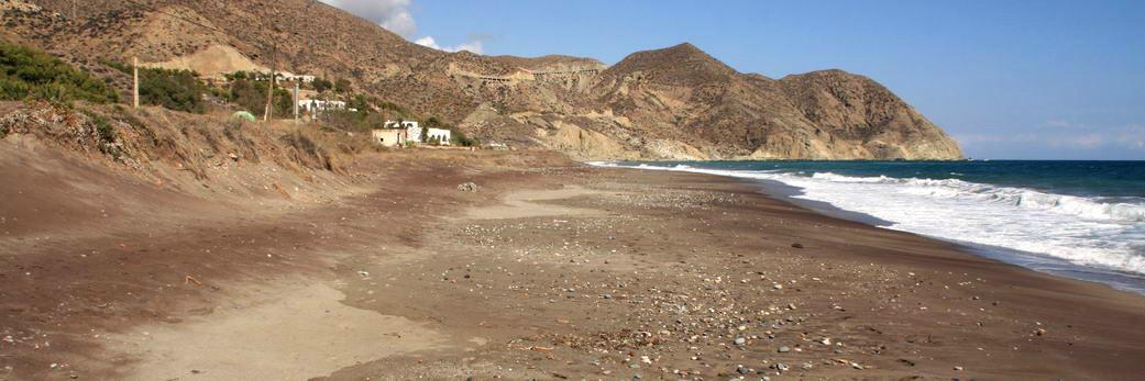 Playa nudista El Algarrobico (Almería, Andalucía, España)