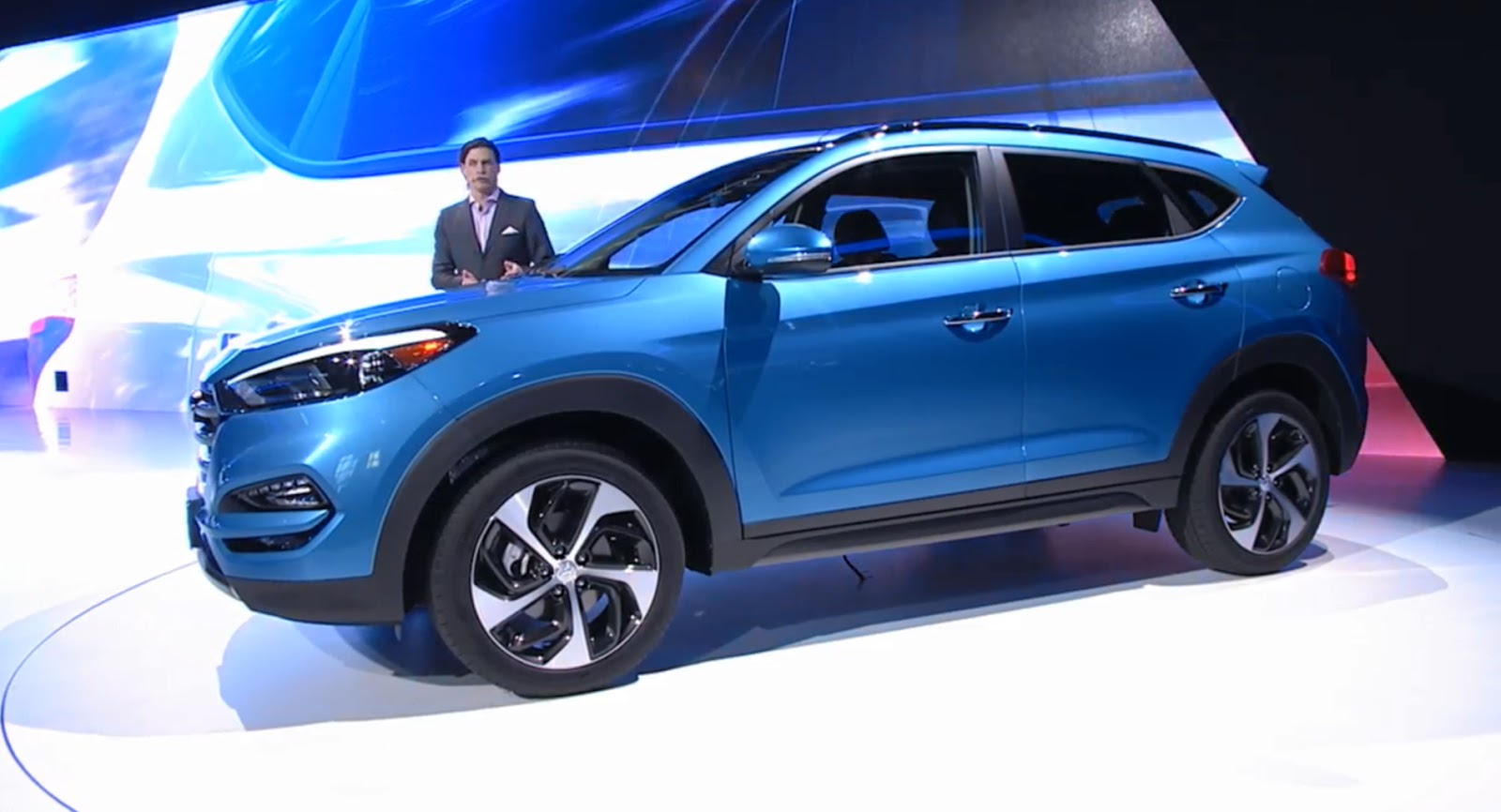 hyundai reveals more handsome 2016 tucson for north america in ny carscoops. Black Bedroom Furniture Sets. Home Design Ideas