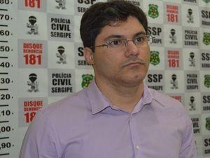 Delegado Hugo Leonardo detalha apreensão dos adolescentes (Foto: Flavio Antunes)
