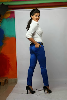 Kannada Actress Sharmila Mandre Latest Pictureshoot Gallery in Tight Jeans  0010