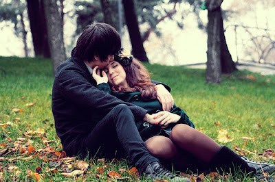 Cute-Couple-Love-Kiss-SMS