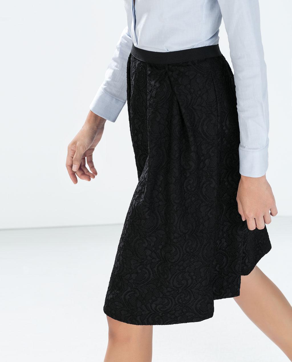 http://www.zara.com/es/es/mujer/faldas/falda-encaje-acoplado-tablas-c269188p2197524.html