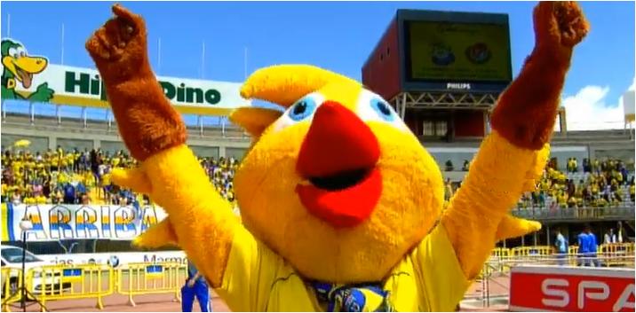 Mascota PioPio celebra la victoria