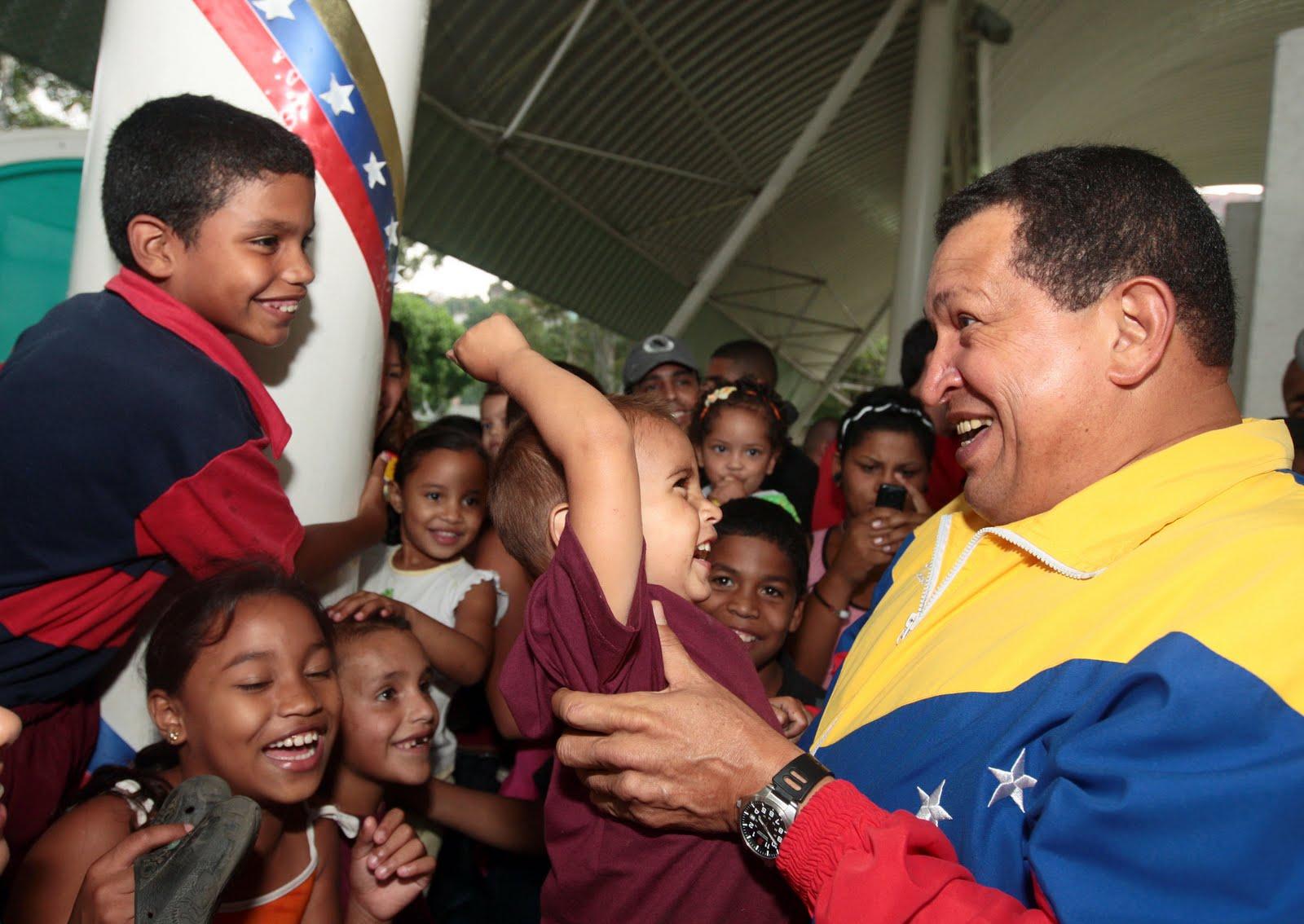 http://2.bp.blogspot.com/-Hy4lTrfaqlk/UTdaPkG2dkI/AAAAAAAACkI/3F3TScEBVKY/s1600/Chavez-y-ni%25C3%25B1os.jpg
