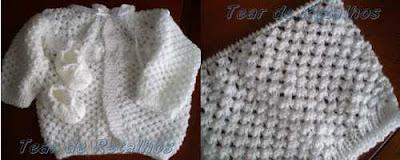 Casaquinho branco de neném feito em tricô com pontos de furinhos tipo ilhós.