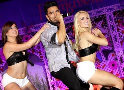 Carol Reali (Cachaza) bailando con Caipirinha y Rafael Cardozo