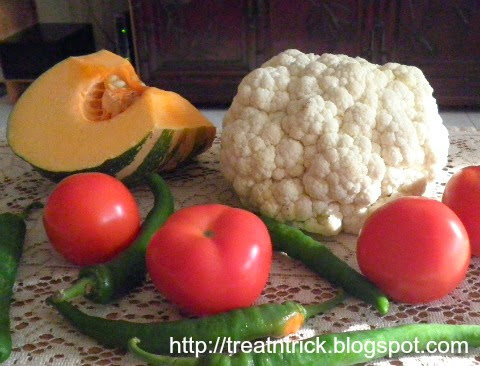 Cauliflower & Pumpkin Curry Recipe @ treatntrick.blogspot.com
