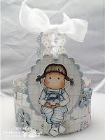 Великденска кошничка за момиченце с голяма картинка и панделка