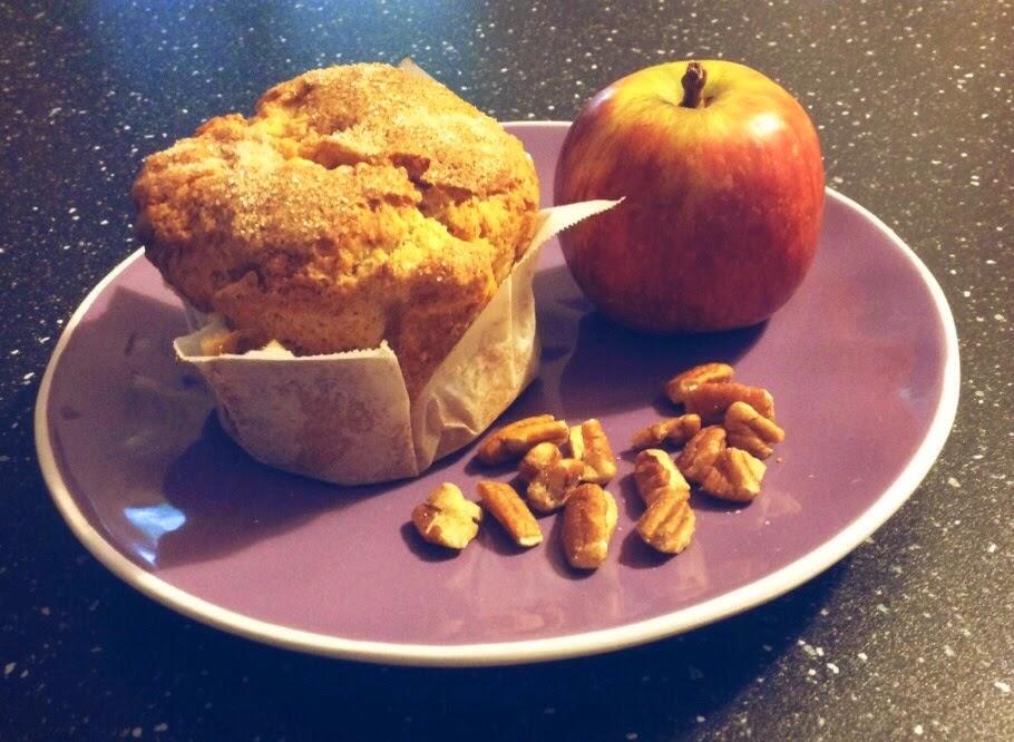muffin con mele noci pecan e top croccante alla cannella