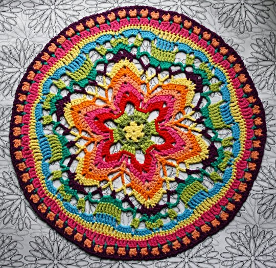 veggiecrochet: {Häkeln} Starflower Mandala Nr.2 für Wanddeko-Projekt ...