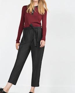 Pantalón moda otoño de Zara con suéter color del año