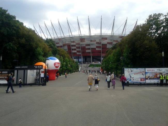 Przed wejściem na Stadion Narodowy - fot. Tomasz Janus / sportnaukowo.pl