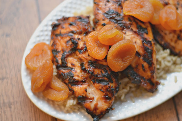 Apricot Barbecue Chicken #Recipe, grilled chicken recipe, apricot marinade recipe, easy dinner ideas, summer recipes, fruit marinades, easy marinade recipes, apricot recipes