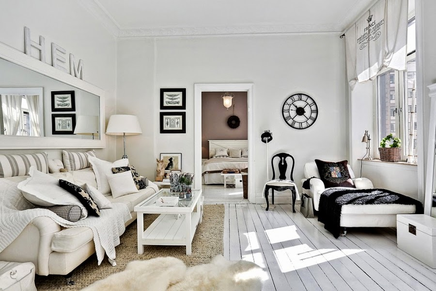 białe wnętrze, styl skandynawski, wiklinowy koszyk, ratanowy koszyk, salon, biała kanapa, zegar