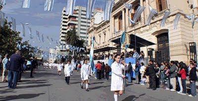niños argentinos desfilando