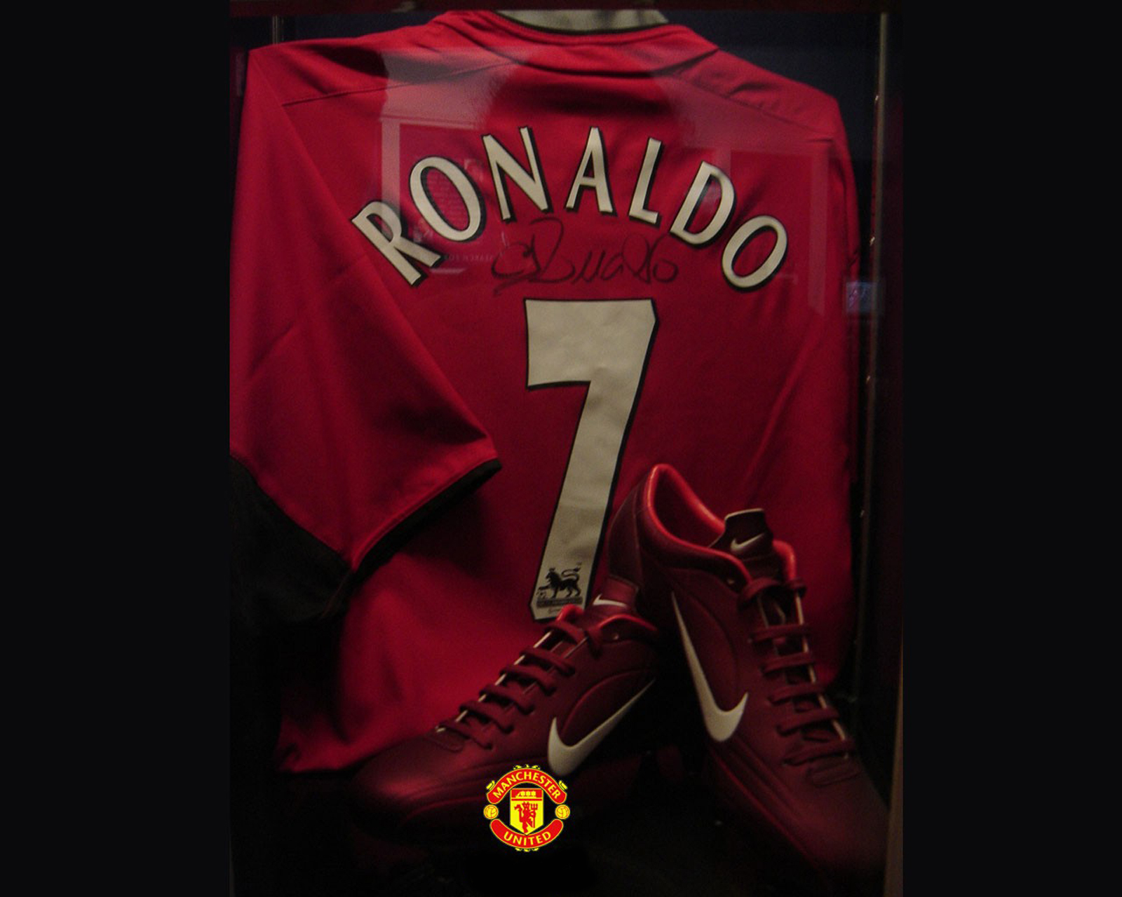 Ronaldo manchester united signed uniform and nike shoes hd wallpaper