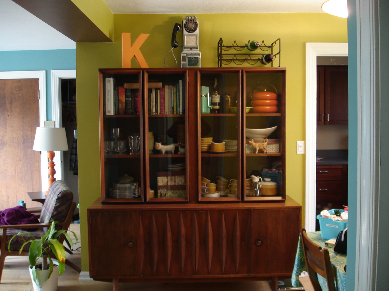 Attrayant I Spent A Little Time A Couple Weeks Ago Updating The China Cabinet In The  Dining Room. Itu0027s Open To The Living Room And A General Storage Piece Of ...