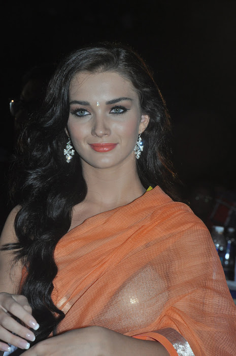 amy jackson spicy at thandavam audio launch latest photos