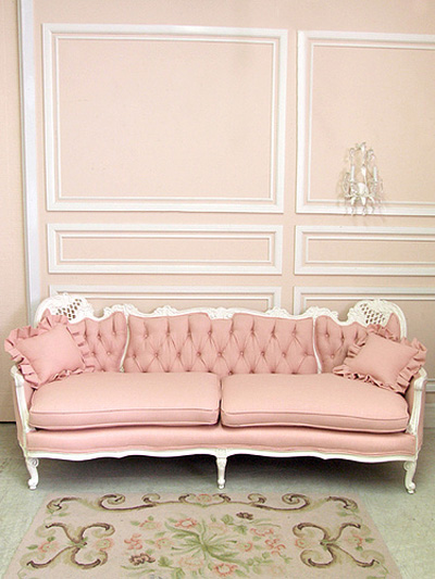 antiguo sofa rosa claro y blanco