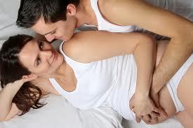 hubungan seks saat hamil, posisi seks saat hamil, hubungan intim saat hamil, cara ML saat hamil