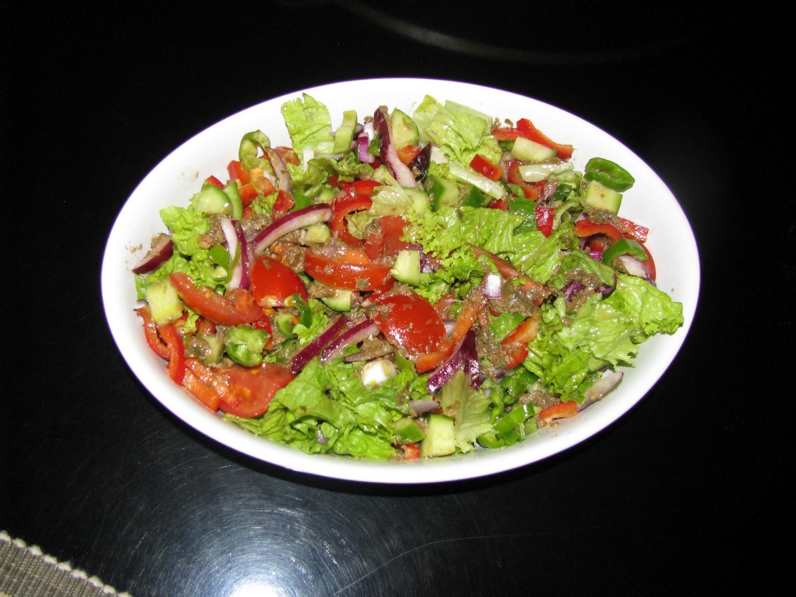 Jambon ve peynirli salata - her zevke uygun yemekler
