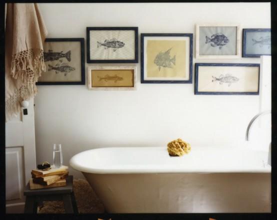 Maison de ballard how to hang it up creative wall displays - Quadri da appendere in bagno ...