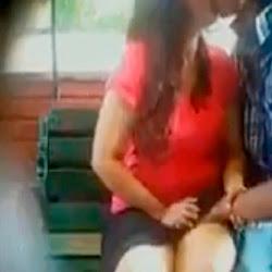 Metendo a mão na buceta da gostosa no ponto de ônibus - http://videosamadoresdenovinhas.com