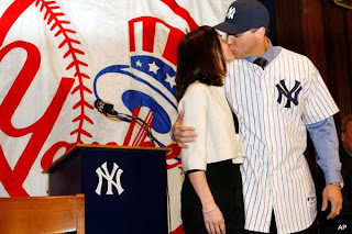 Mark Teixeira wife kissing