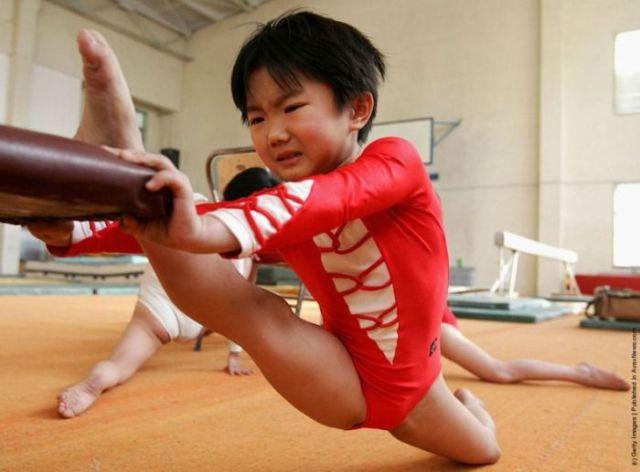 الصين وكيفية صناعة الأبطال الألومبيين China-gymnasium-Olympic-children-39