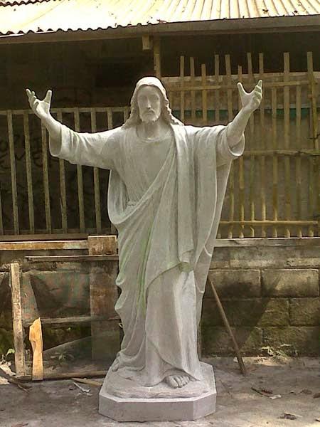 patung yesus memberkati