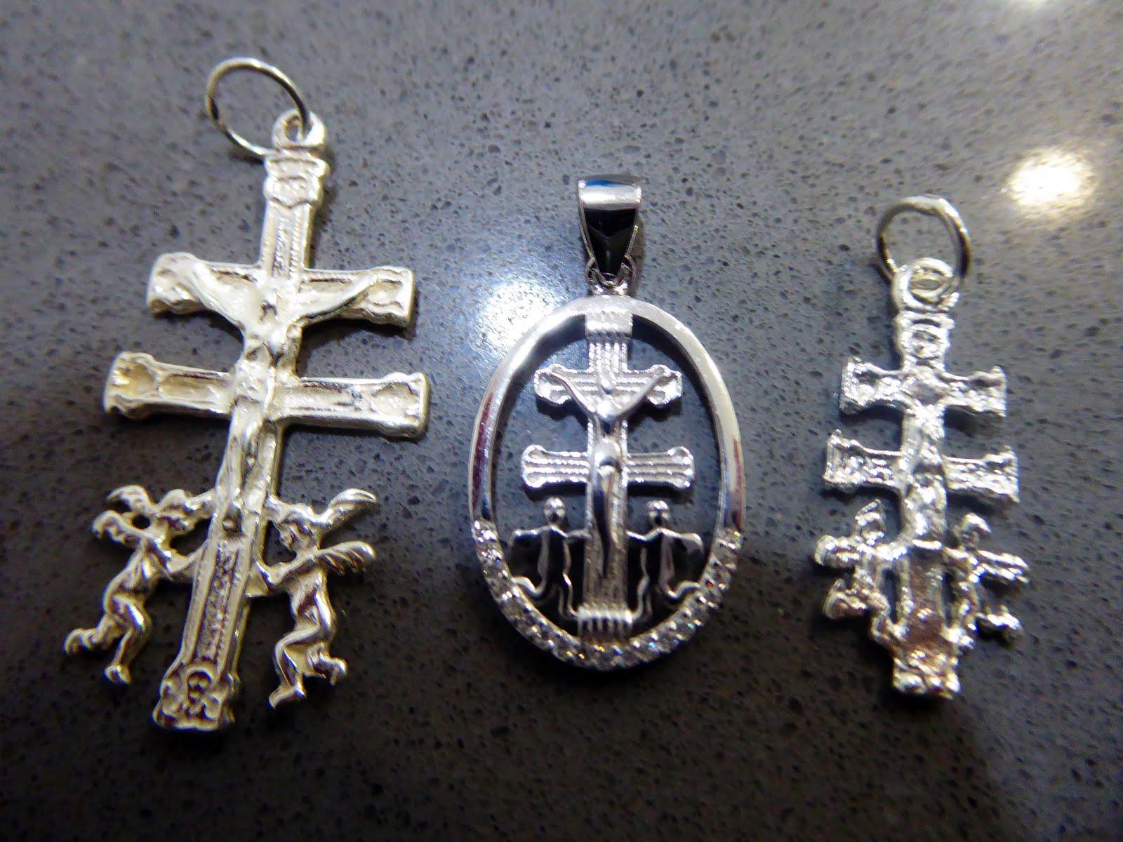 Cruces de Caravaca, distintos modelos
