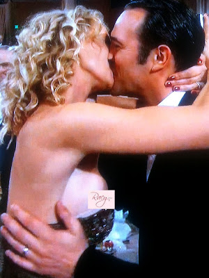 Alexandra Lamy, Wife of Jean Dujardin, Slips Nip at 2012 Golden Globe Awards
