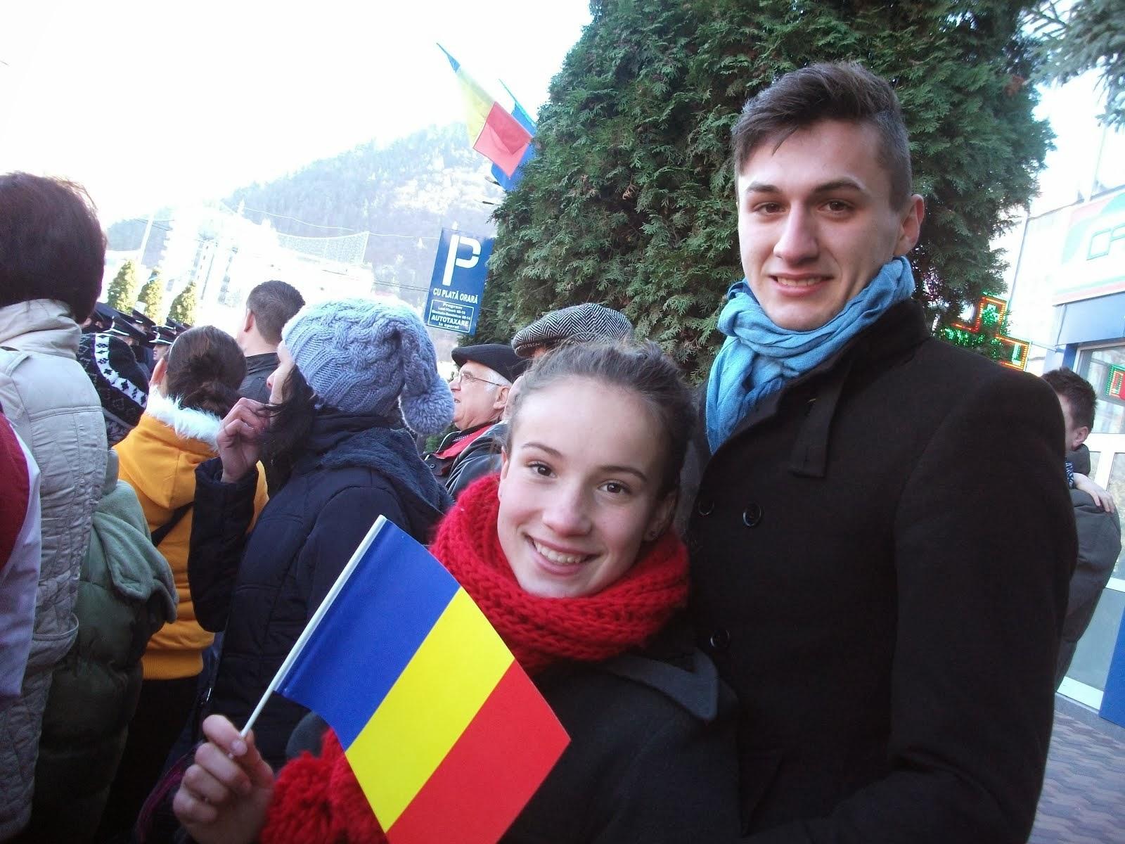 Elevii Cristina Furnică şi Alex Drăguşanu la Ziua Naţională a României, Piatra Neamţ, 1.12.2013...