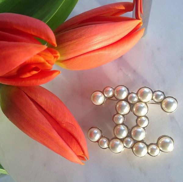 LamourDeJuliette_Tulips_Instamood_Home_Decor_Inspiration_Chanel_Brooch_Marble