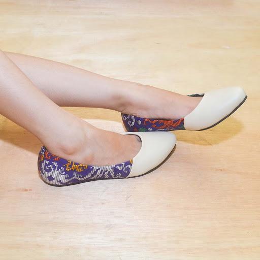 Sepatu Batik Dayak Ungu