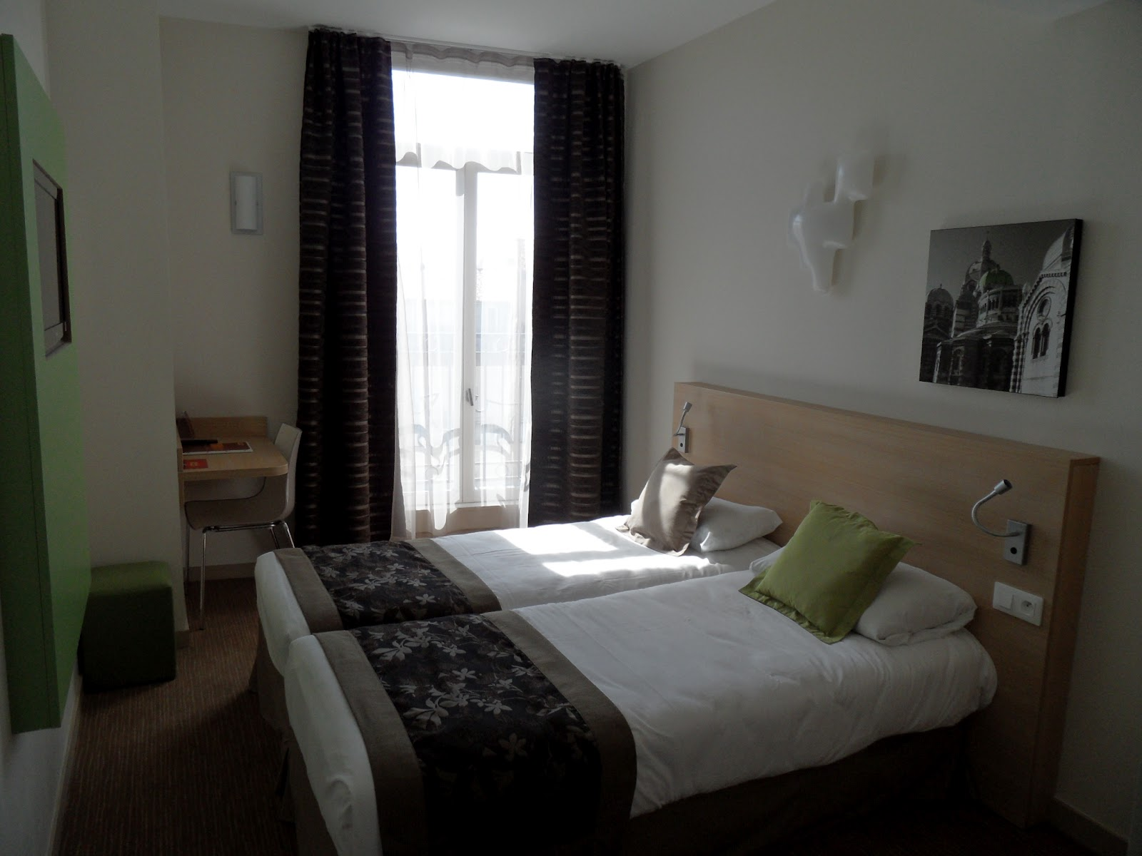 Hotel balladins marseille saint charles chambre twin for Chambre 2 lits
