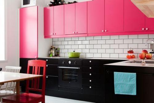Decoração de cozinha com armario pink e preto