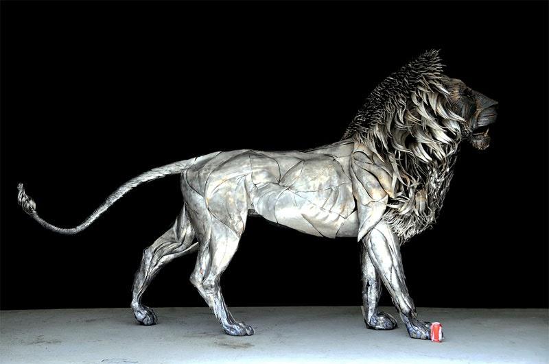 león de metal mas de 4.000 piezas