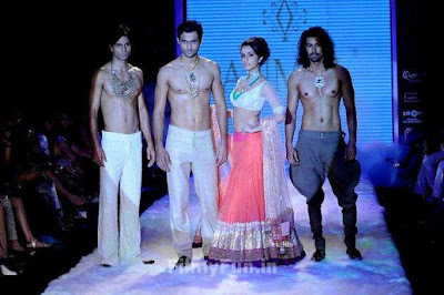 Shraddha_Kapoor_on_ramp_FilmyFun.in