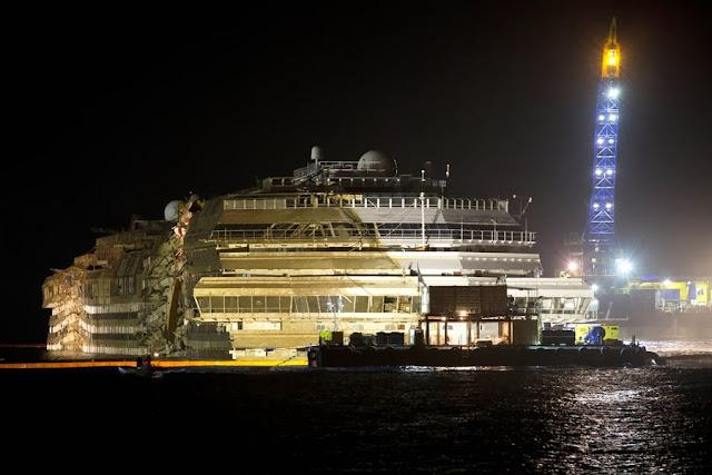 Подъем круизного судна Costa Concordia