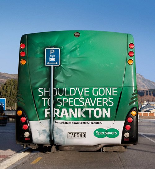 Bus Back Crash - Iklan stiker kreatif