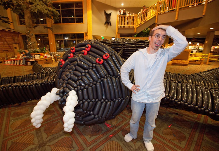 Giant Spider Is World's Largest Balloon Sculpture ~ Damn ...