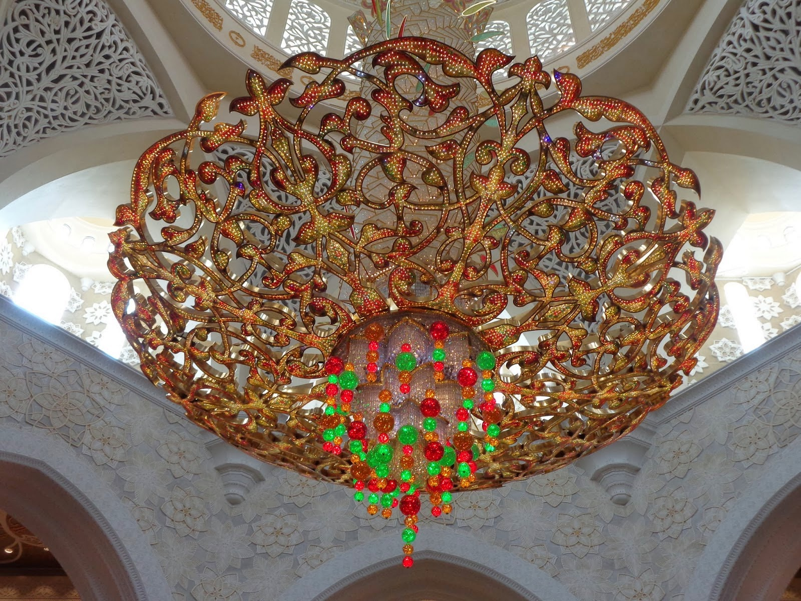 http://msmadge.blogspot.co.uk/2014/01/sheikh-zayed-grand-mosque-in-abu-dhabi.html