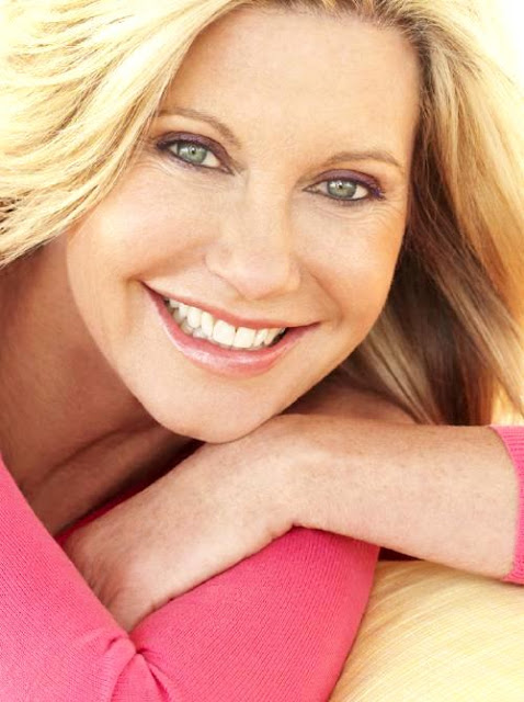 Olivia Newton-John con bella sonrisa